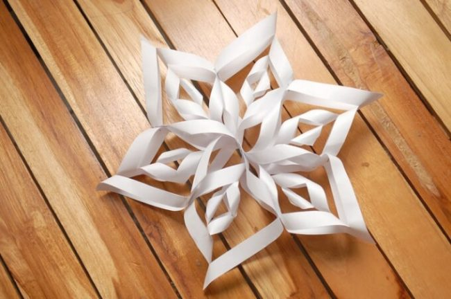 How to Make an Easy 3D Paper Snowflake   FeltMagnet   432x650