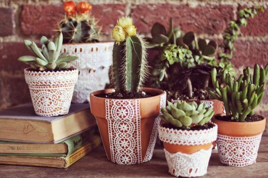 12 Amazing DIY Projects to Make With Colourful And White Lace