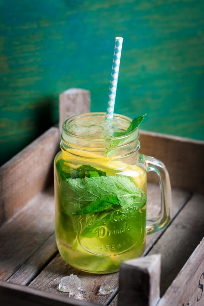 8 Drinks to Boost Metabolism and Tone Up Your Body, peppermint green tea