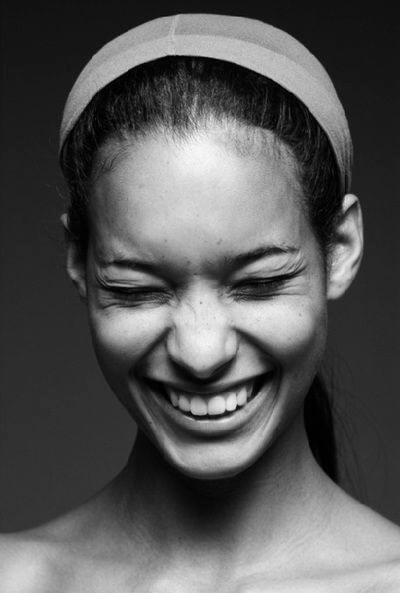 Be the Most Charming Person in the World with 9 Simple Psychological Tricks, smile