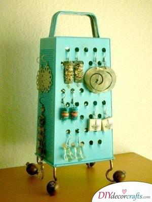 10 Amazing DIY Dorm Room Ideas To Spice Things Up Next Semester, Earring Holder Out Of A Cheese Grater