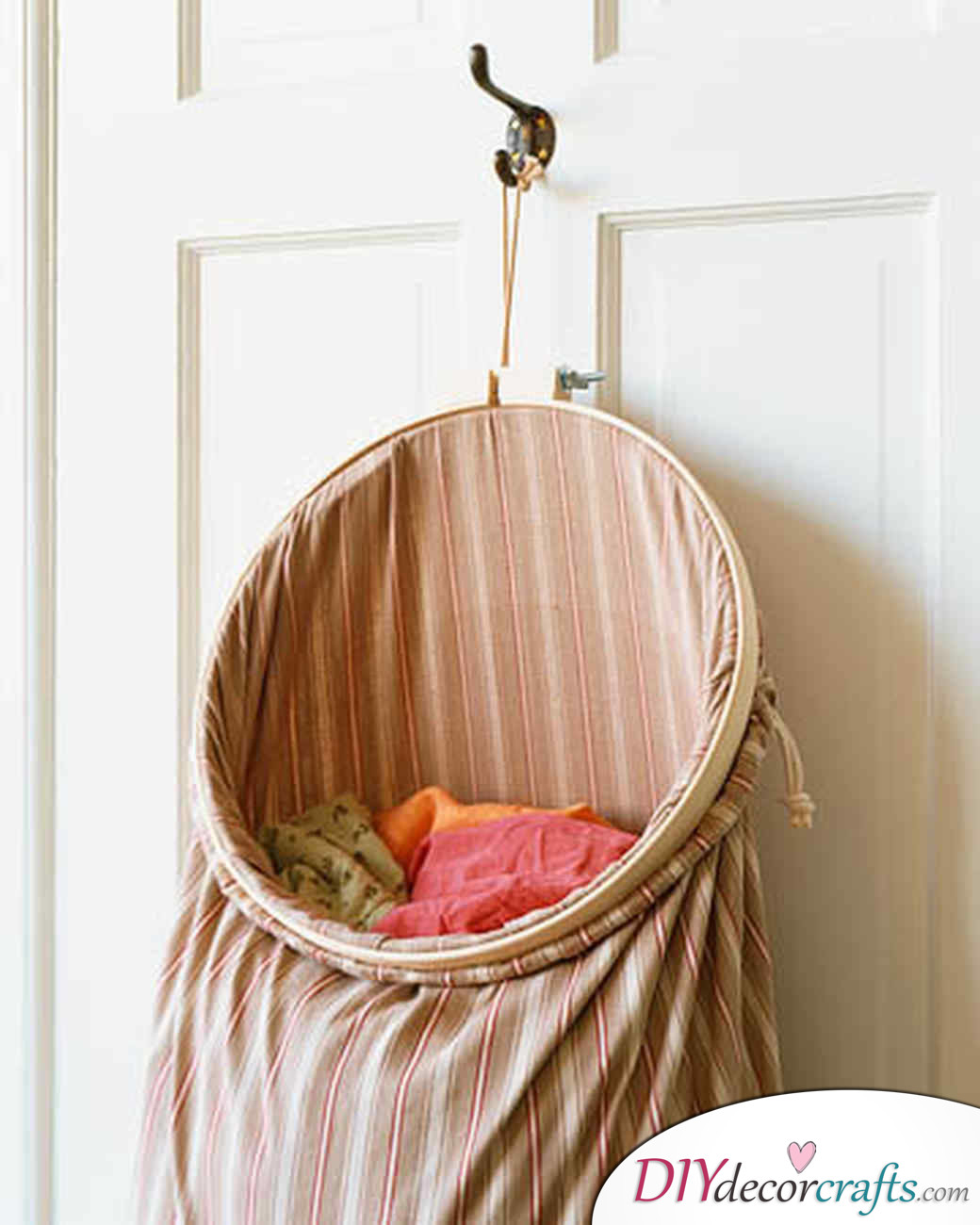 10 Amazing DIY Dorm Room Ideas To Spice Things Up Next Semester, Pillowcase Laundry Bag