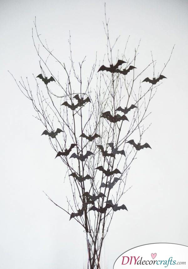 10 DIY Halloween Decor Ideas, Bat Branch Centerpiece