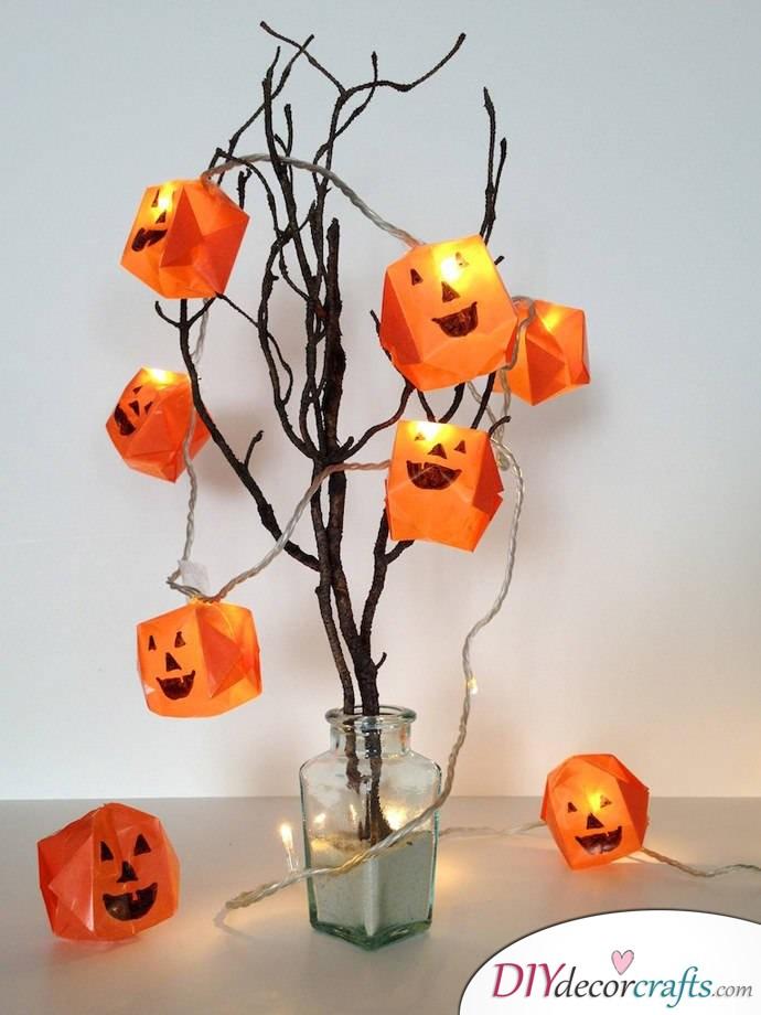 10 DIY Halloween Decor Ideas, Origami Halloween Lights