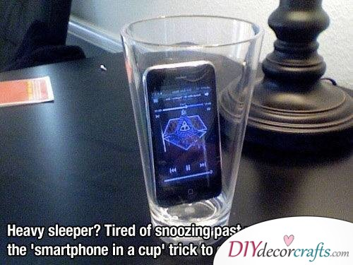 10 Everyday Life Hacks That Will Change Your Life, Phone In A Glass