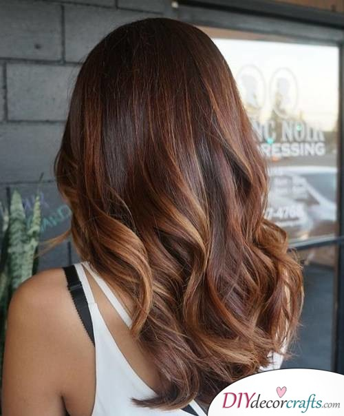 12 Fall Hair Color Ideas To Spice Things Up, Long Tousled Hair with Auburn Highlights