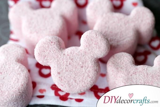 15 Homemade DIY Bath Bombs, Mickey Mouse