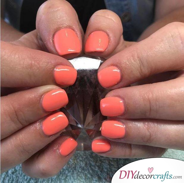 15 Trendy And Amazing Nail Designs Perfect For The Summer, Coral Shade