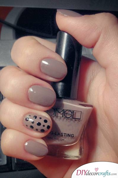 Cute And Naturalistic Nail Design, Dotted Accent Nails