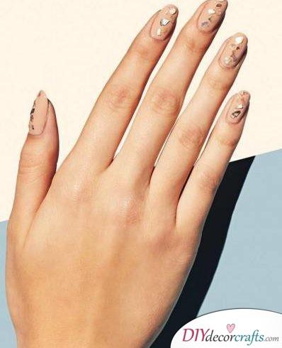 Cute And Naturalistic Nail Design