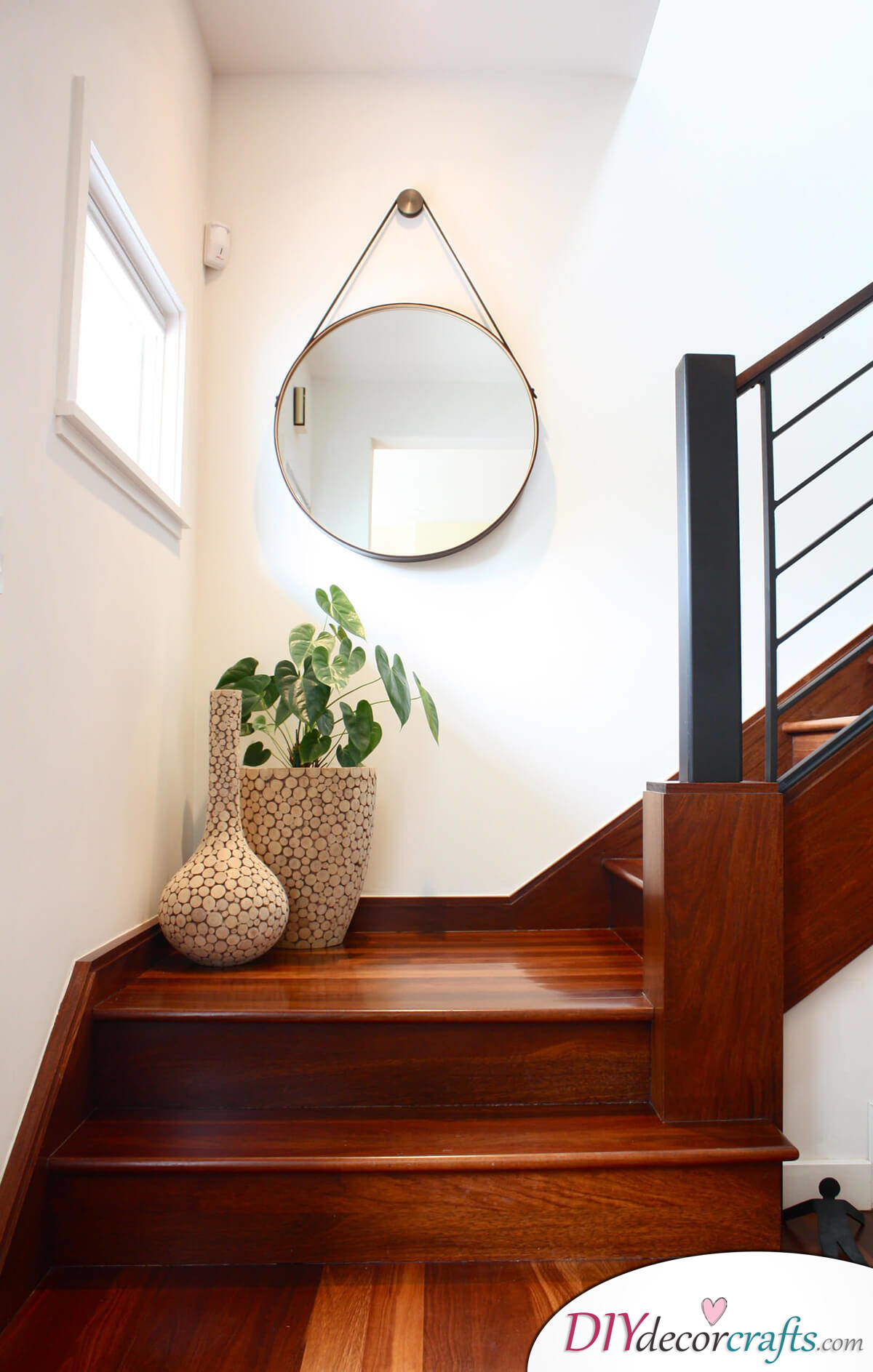 Simple Ways To Freshen Up Stairways, Minimalistic Stairway Decoration