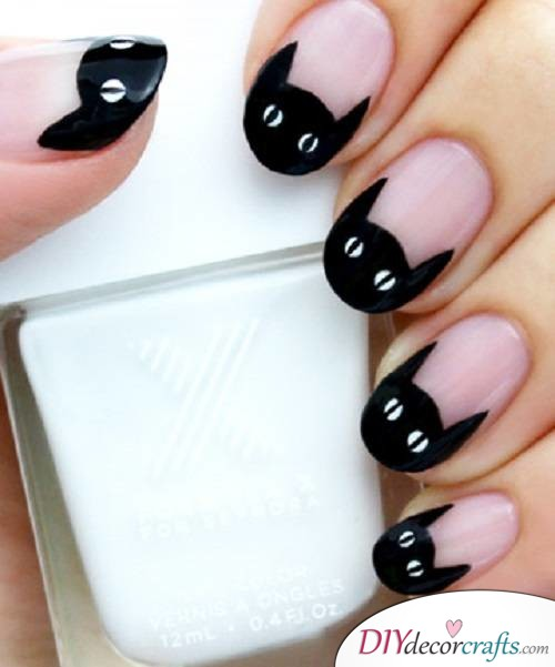Black Cat - DIY Halloween Nail Art Ideas