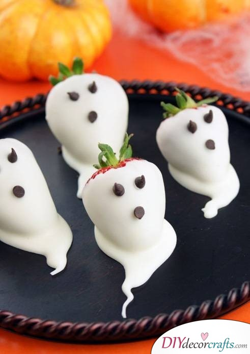 Strawberry Ghosts - Easy Halloween Food Ideas For Kids