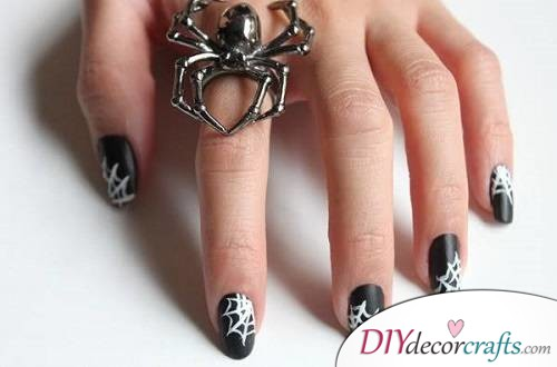 Spooky Spiderwebs - Halloween Nail Art