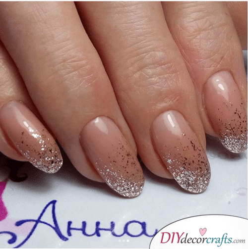 Ombre sparkles - Cute and Pretty Fall Nail Art Ideas