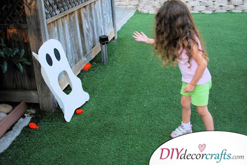 Ghost Toss - Halloween Party Game