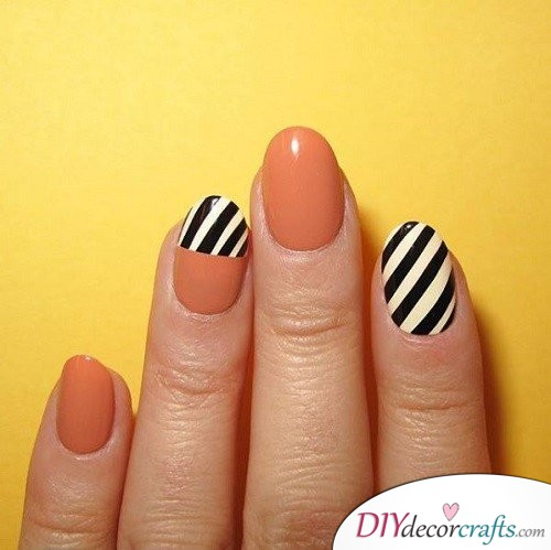 Black and White Stripes - Halloween Nail Art For Beginners