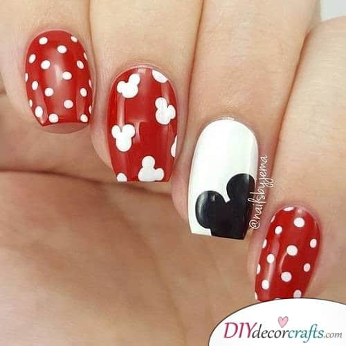 Mickey Mouse Polka - Disney Nail Art Design