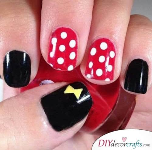 Simplistic Minnie Mouse - Disney Nail Art Design
