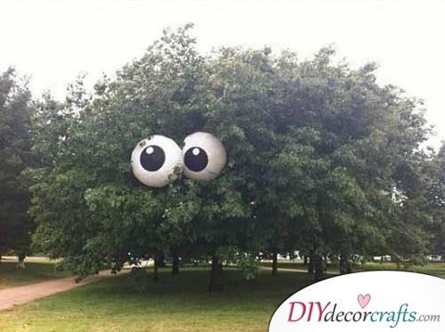 Eyeballs In A Tree - Halloween Décor