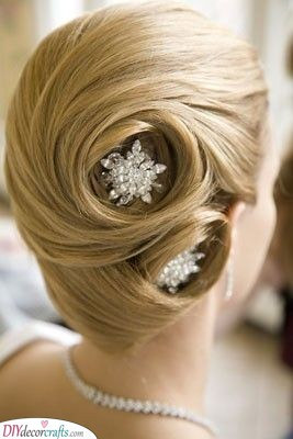 Swirls of Beauty - Glamorous Hairstyles for the Mother of the Bride