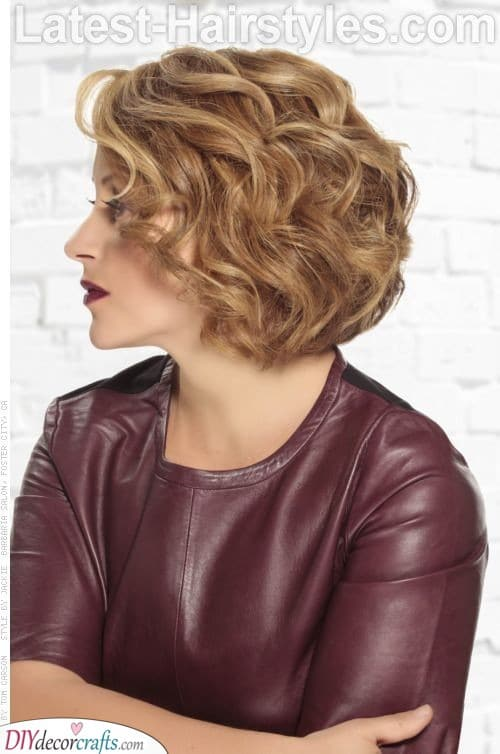 Curly Short Hair - Going for a Simple Choice
