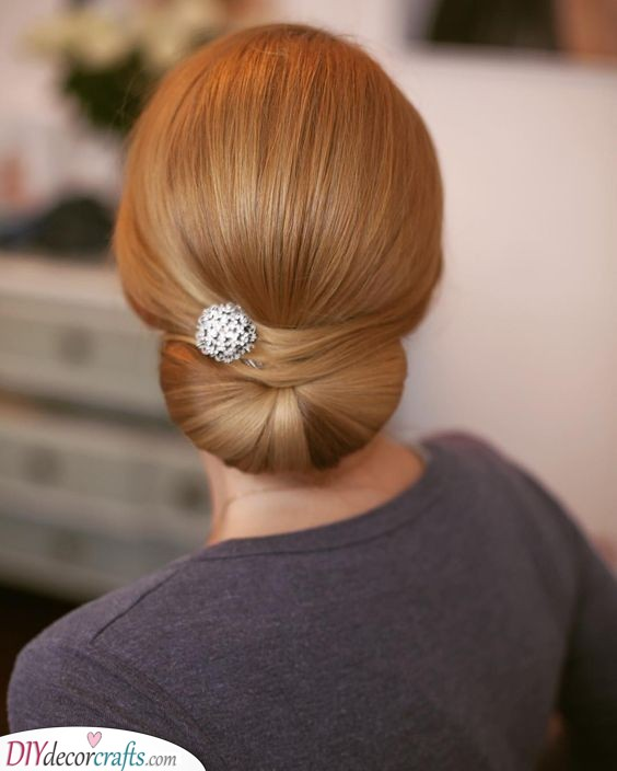 Elegant Bun - Sophisticated Mother of the Bride Hairstyles