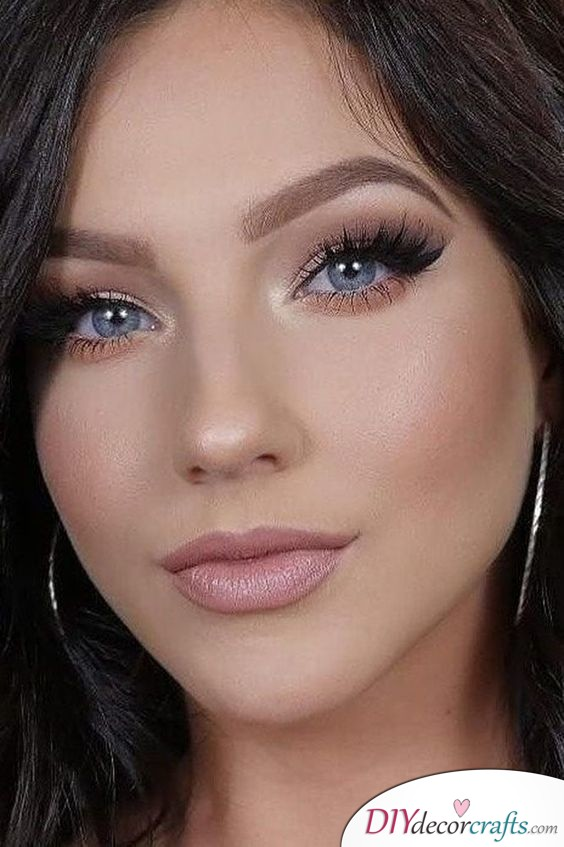 Flawless and Simple - Huge Lashes