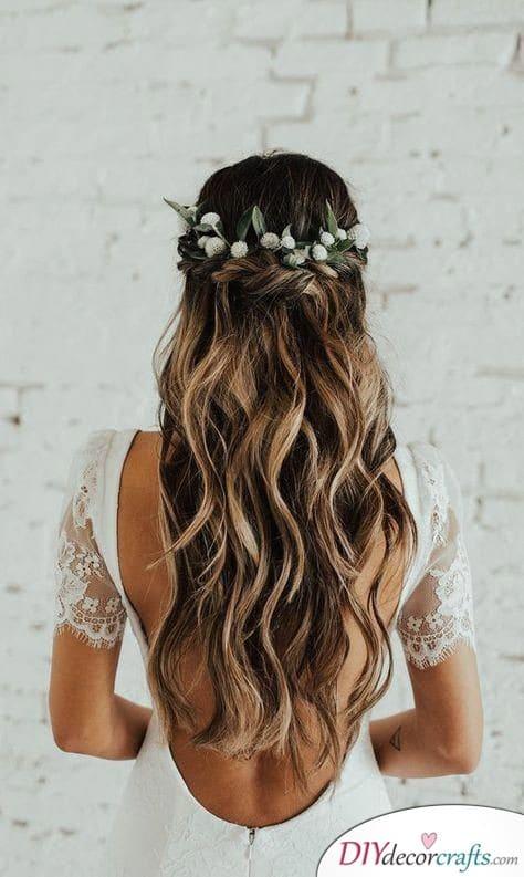 A Natural Aura - Elegant Wedding Hairstyles for Long Hair
