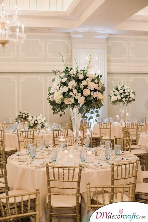 White and Gold - Refined Wedding Table Decoration Ideas