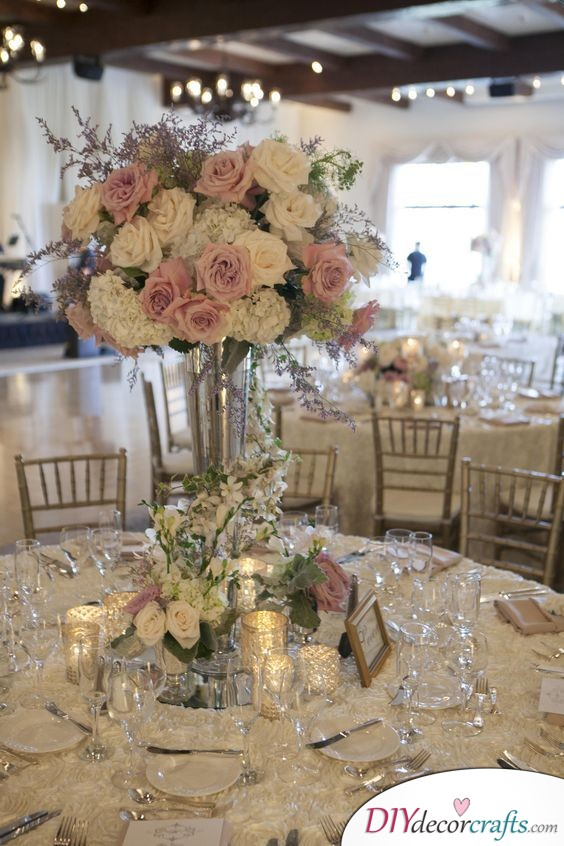 A Tall Centerpiece - Refined Wedding Table Decoration Ideas
