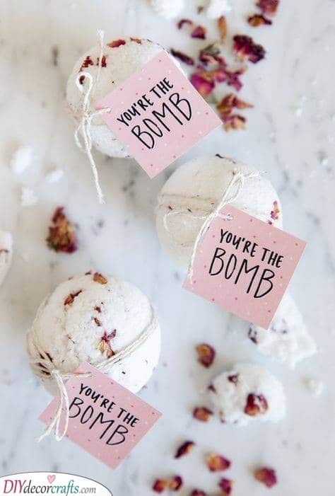 Bath bombs - Simple Gift Ideas for Your Bridesmaids