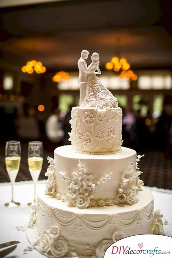 Lace and Flowers - Awesome Wedding Cake Decorations