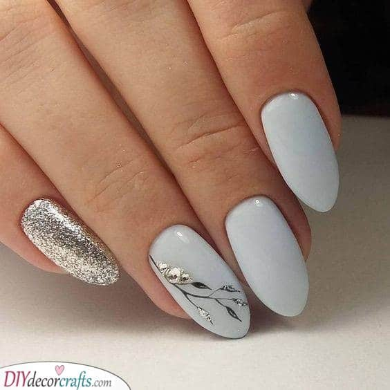 A Simple Design - Silver Nail Decorations