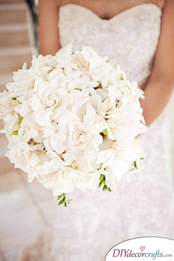Traditional White - Great and Simple Wedding Bouquets