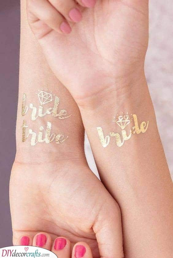 Gold Tattoos - Great Ideas for Your Party