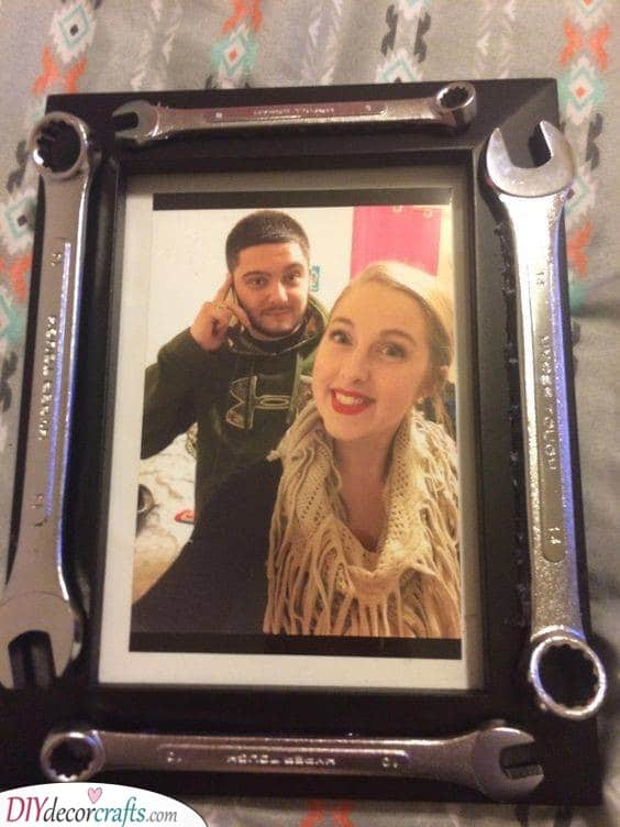 A Photo in a Frame - A Mechanical Twist