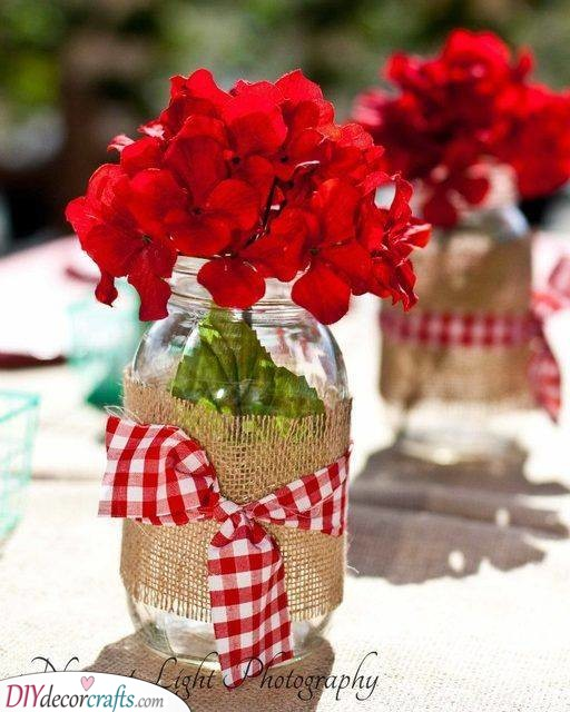 Burlap and Mason Jars - Cute Summer Table Decorations