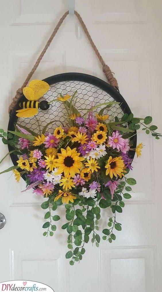 Bumblebee Wreath - Summer Decoration Ideas