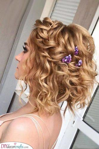 Vibrant Flowers - The Best Bridal Hair Accessories