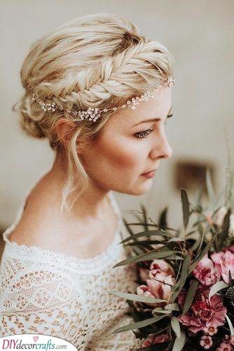 An Exquisite Updo - Great Wedding Hairstyle Ideas
