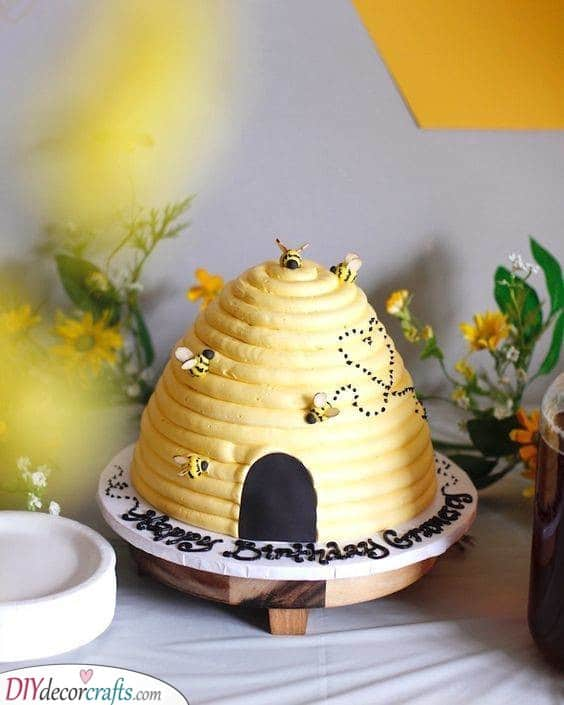 Beehive Cake - Baby to Bee
