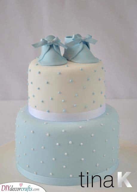An Elegant Cake - Blue and White