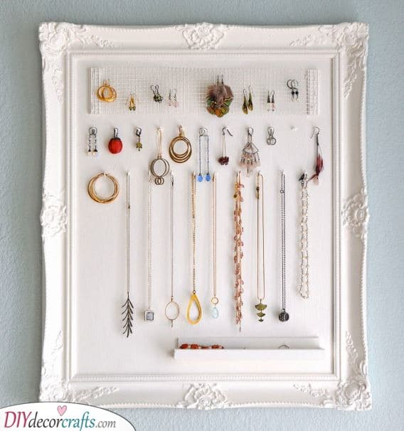 A Jewellery Holder - Great Present Ideas for Moms