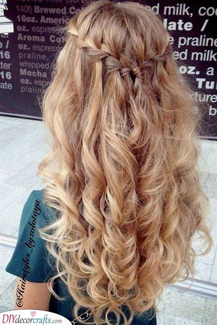 Elegant and Chic - Stunning Elegant and Chic - Hairstyles for Girls with Curly Hair for Curly Hair