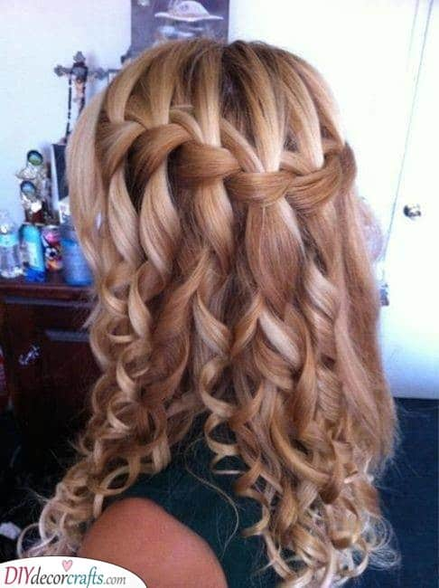 An Immaculate Waterfall Braid - With Curls