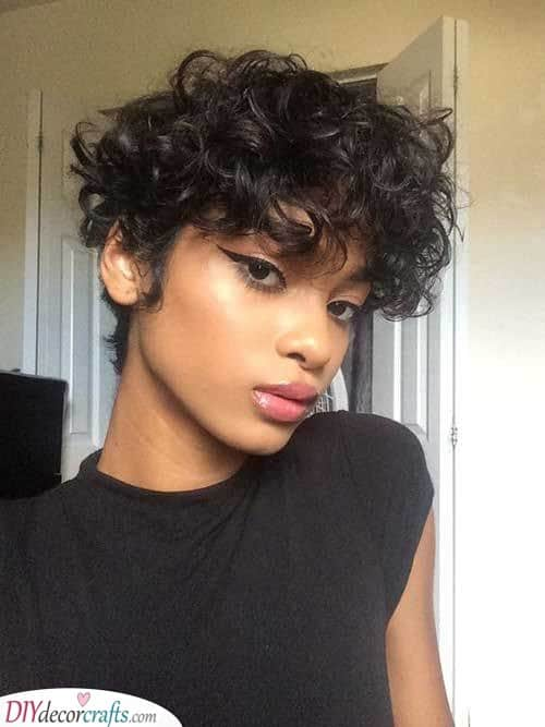A Dazzling Look - Hairstyles for Short Curly Hair