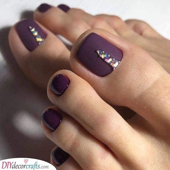 Bedazzled and Beautiful - Purple Toenail Ideas