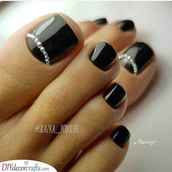 Black and Bold - Cute Toenail Designs