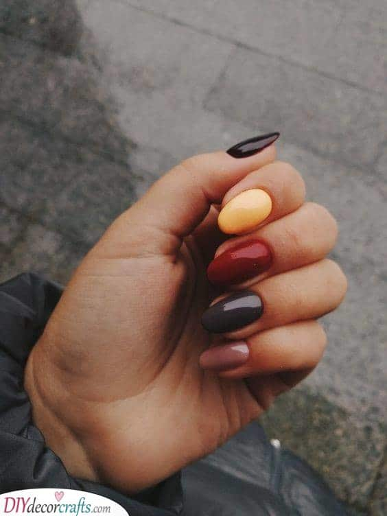 The Colours of Fall - Perfect Fall Nail Designs